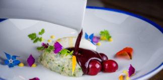 Gazpacho de cereza con tartar de langostinos y helado de jengibre, Bacira