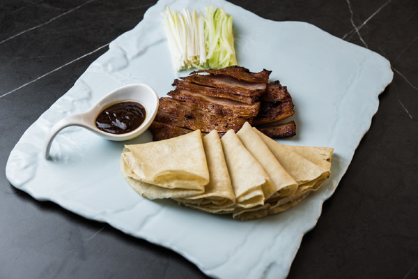Pato con crepes caseros estilo pekinés, Hutong