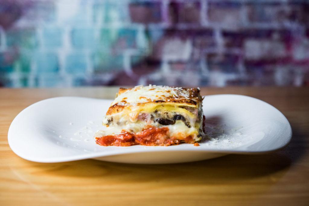Lasagna Boscaiola, setas mixtas, salchicha siciliana y trufa, Al Settimo Cielo