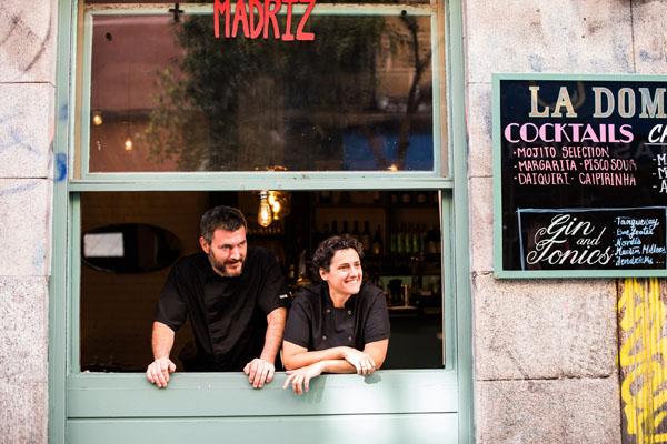 Mica y Diego en la ventana, La Dominga