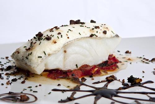 Lomo de bacalao al horno con alioli gratinado y pimientos de piquillo salteados - Los Galayos